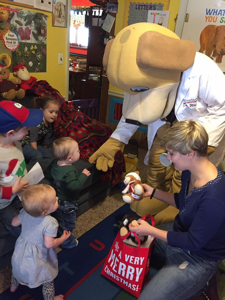 It's the most wonderful time of the year at mainstreet eufaula mascot with children