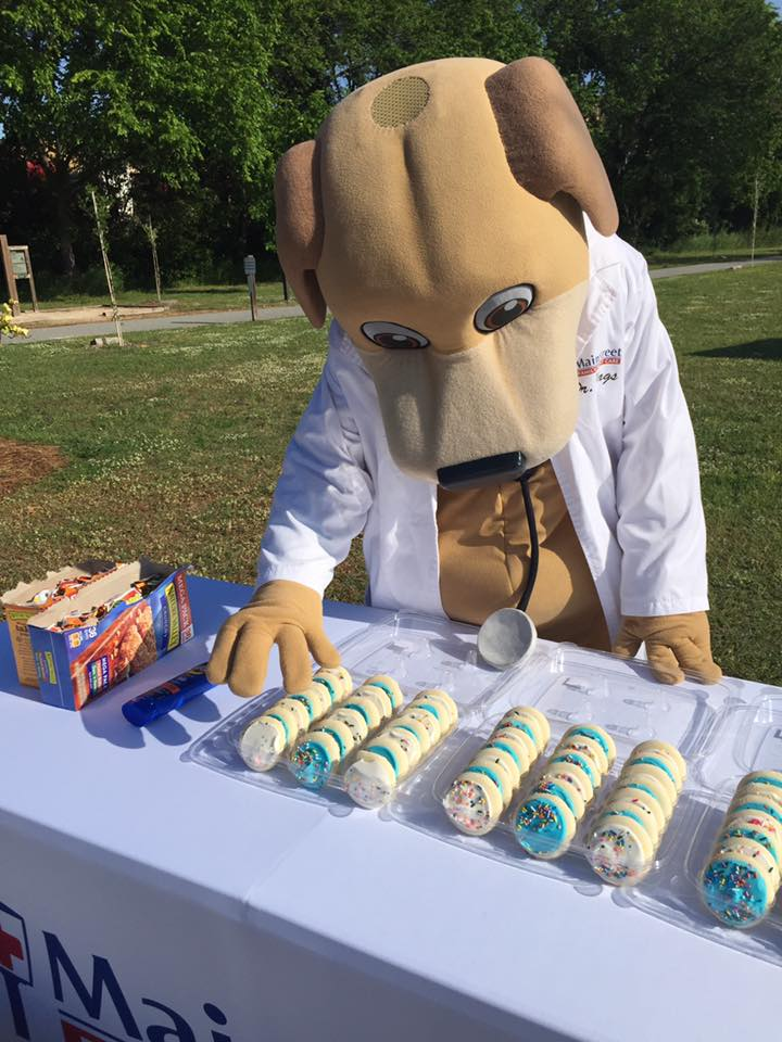 In April Dr. Wags Sneaks a Cookie at the Kiwanis 5k and 10k